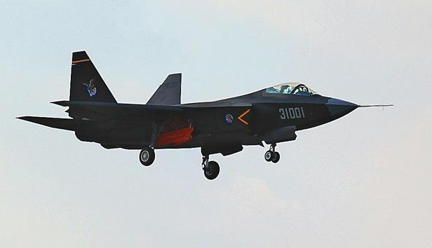 El caza furtivo chino J-31 tendrá más carga útil que el estadounidense F-35