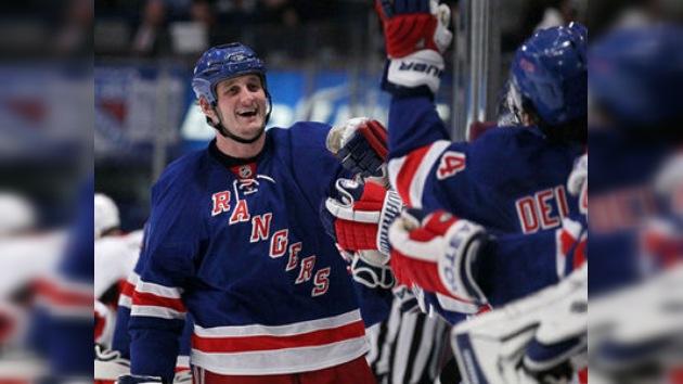 Derek Boogaard, jugador del NY Rangers, encontrado muerto en su departamento