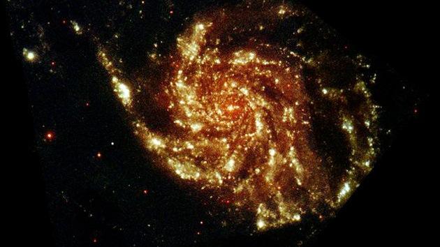 Fotografían una galaxia que contiene millones de estrellas similares al Sol