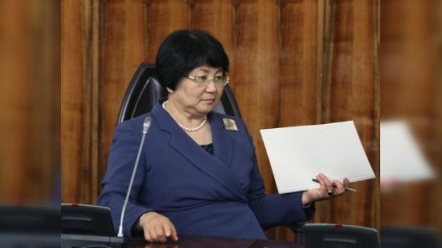 Rosa Otunbáeva juró su cargo como presidenta de Kirguistán