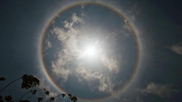 Video, Fotos: Un impresionante halo solar 'corona' Lima el Día del Amor