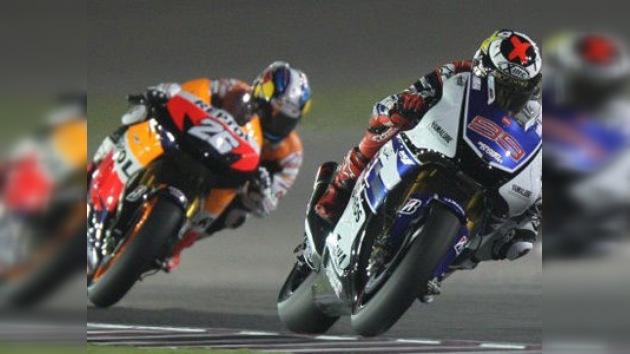 Pilotos españoles arrasan en Qatar y suman trece triples en el Mundial de motociclismo