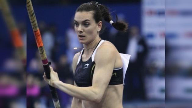 Yelena Isinbáyeva espera terminar la temporada con una nueva marca