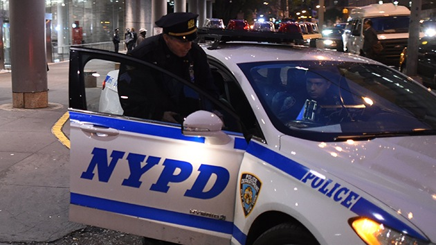 Video: Un policía de Nueva York golpea cruelmente a un muchacho en el metro