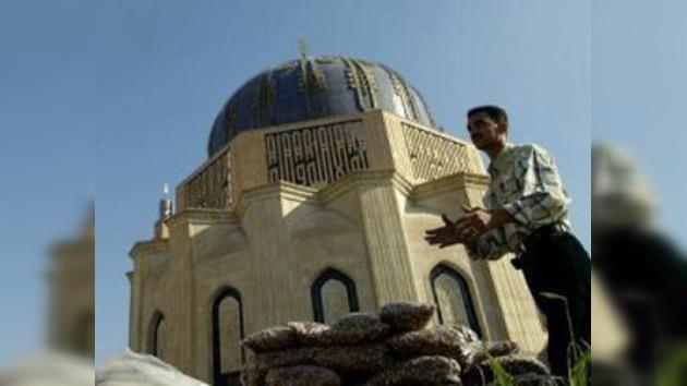 Atentado en la principal mezquita suní de Bagdad deja 28 muertos