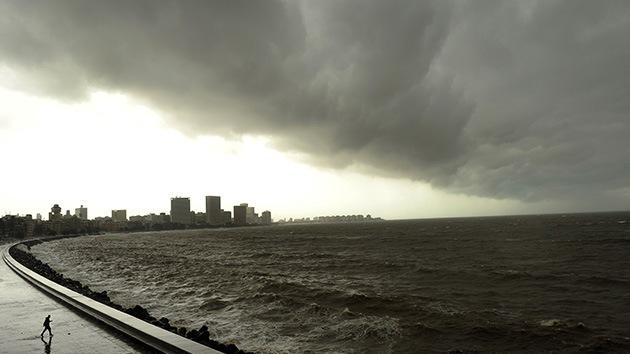 El ciclón Phailin se hace fuerte en el Índico: su tamaño ya es como media India