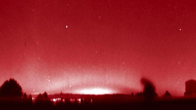 Un extraño arco rojo cubre el cielo de Europa