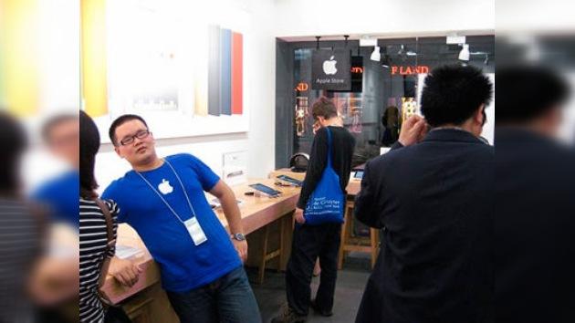 Las falsificaciones chinas tocan techo con una tienda 'Apple' que es pura fachada