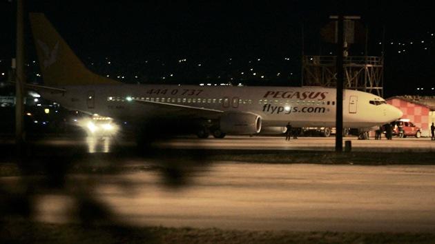 Un pasajero de un avión asegura tener una bomba y exige su desvío a Sochi