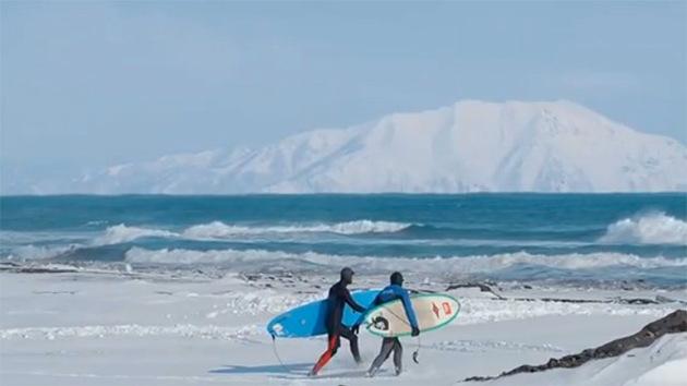 Surf invernal en Siberia: tres rusos conquistan las gélidas olas del Pacífico