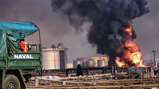 Venezuela lucha para sofocar el fuego de Amuay ante el riesgo de contaminación