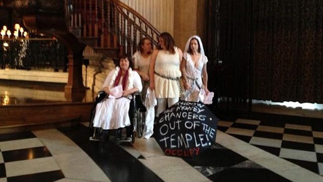 Los indignados de Londres ponen el grito en el cielo... desde la catedral de San Pablo