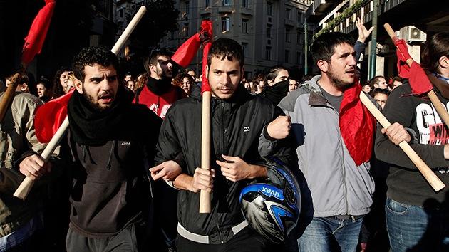 Videos: Miles de personas marchan en Grecia contra la brutalidad policial