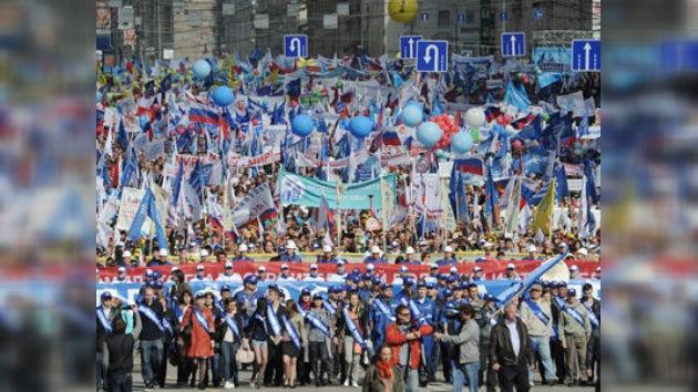 ¡Paz y trabajo! Los moscovitas celebran el 1 de Mayo con manifestaciones multitudinarias