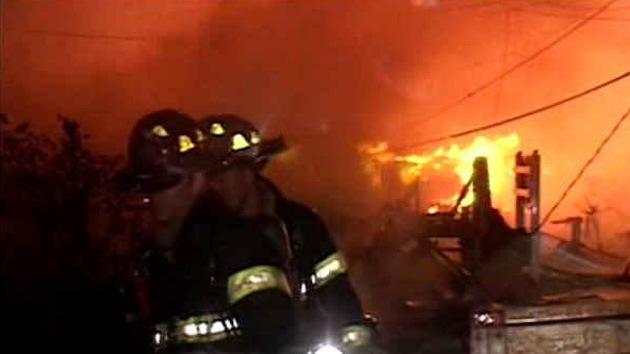 50 viviendas destruidas en un incendio en Nueva York