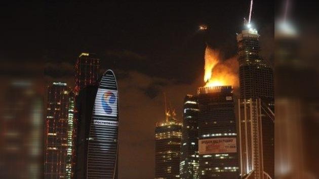 El incendio en el complejo de negocios más alto de Europa ha sido extinguido
