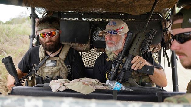Milicias armadas de estadounidenses patrullan la frontera entre EE.UU. y México