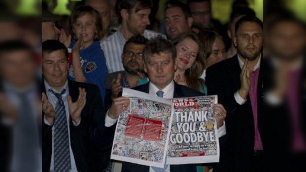 Rupert Murdoch se pasa por las oficinas del 'News of the World' el mismo día de su cierre