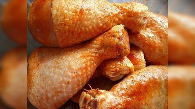 China sigue la política rusa al limitar importaciones de pollo de EE. UU.