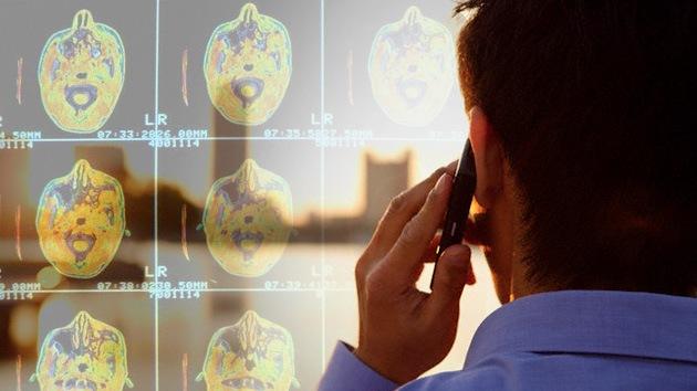 Media hora pegado al 4G afecta al cerebro