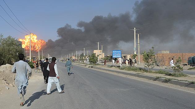 Terroristas suicidas asesinan a decenas de personas en Afganistán