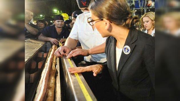 Paraguay bate el récord Guinness con el perrito caliente más grande del mundo