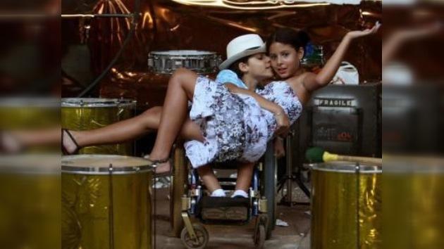 En silla de ruedas y con el corazón en el Carnaval