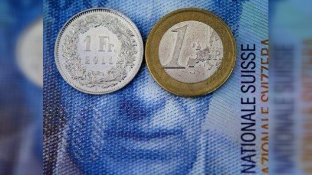 El franco suizo liga su cotización al euro