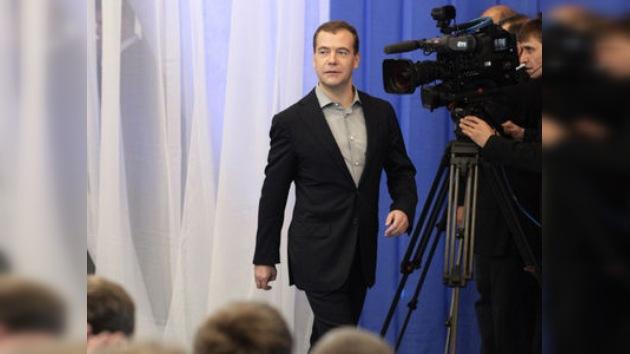 Medvédev seguirá en política tras el final de su mandato