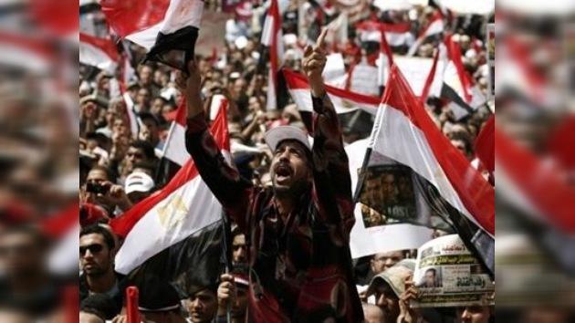 EE.UU. intenta ajustar los resultados de la revolución en Egipto a sus intereses