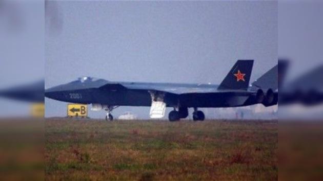 China realiza el primer vuelo de prueba de su nuevo caza invisible al radar