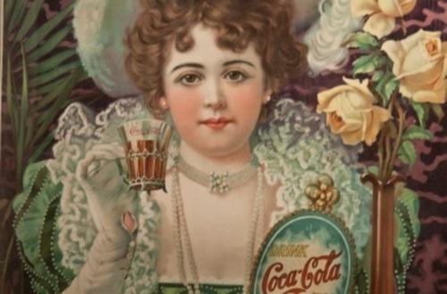 Subastan objetos con el logo de Coca-Cola