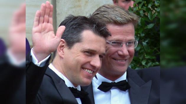 """El ministro del Exterior alemán """"se casó"""" con su novio"""
