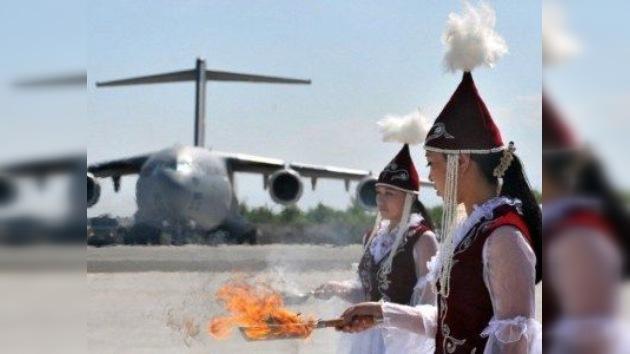 Urgen la salida de las tropas de EE.UU. del principal aeropuerto civil kirguís