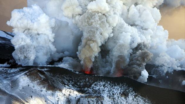 Cuatro volcanes en la región rusa de Kamchatka amenazan a la aviación