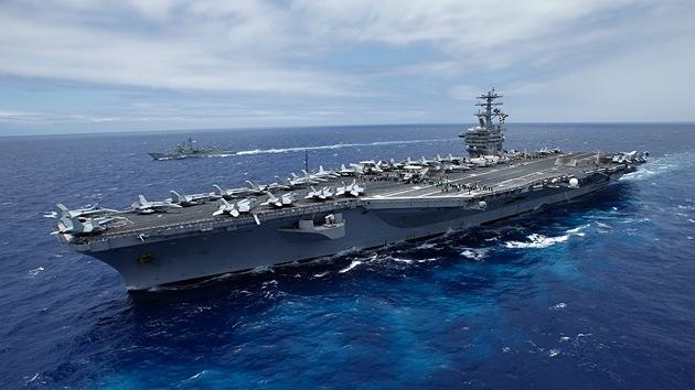 Irán usa una maqueta de un portaaviones estadounidense en sus maniobras