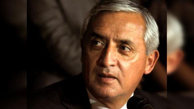 Otto Pérez asume la presidencia acusado de tortura en su etapa militar