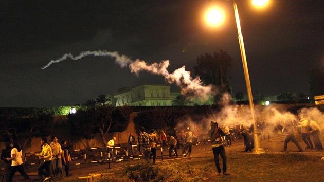 Arrojan cócteles molotov contra manifestantes en El Cairo