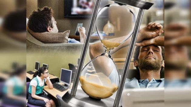 Un humano pierde la mitad de su vida ante la tele y las computadoras