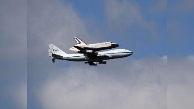 Video: el transbordador espacial Enterprise sobrevuela Nueva York antes de jubilarse