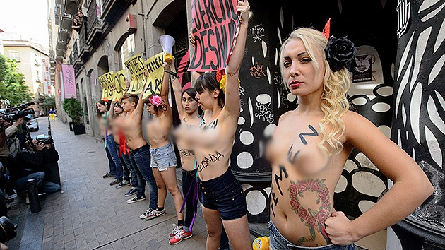 Fotos: Femen celebra 'a su manera' el Día de la Hispanidad