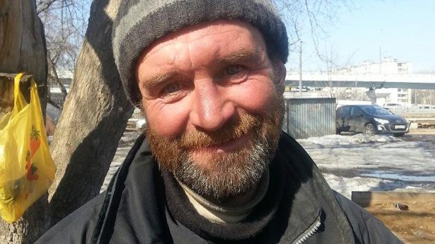 Vagabundo de Moscú devuelve a una joven sus documentos y dinero perdidos