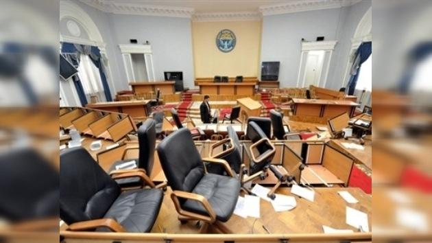 Kurmanbek Bakíyev no se reconoce depuesto