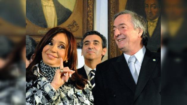 Denuncian a Cristina Fernández de Kirchner y su esposo por lavado de dinero