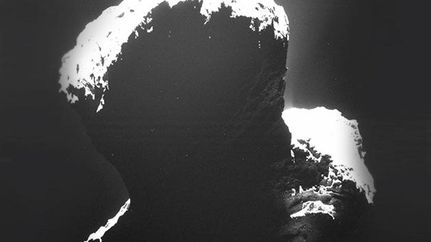 La sonda Rosetta 'descubre la parte oscura' del cometa que huele a podrido