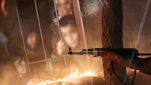 Rebeldes sirios proponen canjear dos mil insurgentes detenidos por 94 mujeres y niños