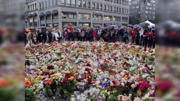 Noruega guarda un minuto de silencio por las víctimas del 'viernes negro'