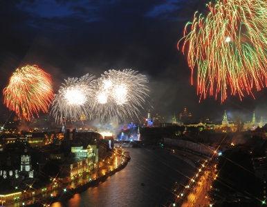 Los fuegos artificiales despiden el 9 de mayo por todo lo alto