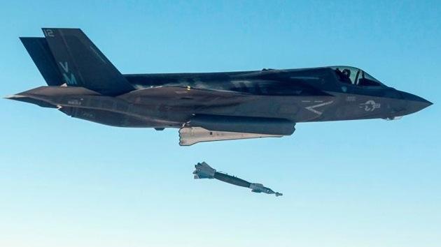 El caza estadounidense F-35 lanza con éxito su primera bomba 'inteligente'