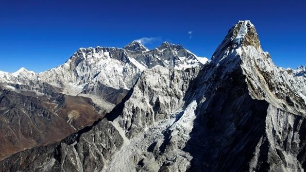 60 años de conquistas del Monte Everest en imágenes